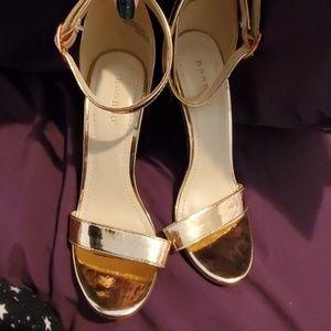 BAMBOO Shoes - Bamboo Rose Gold Chunky Block Heel Size 8.5